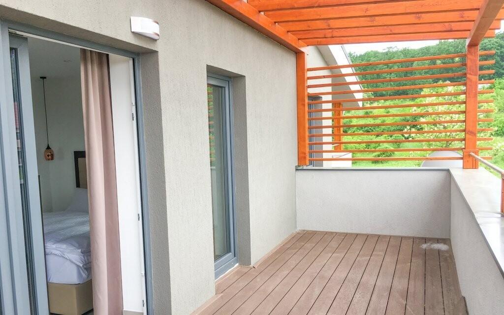 K apartmánom patrí nadštandardná terasa