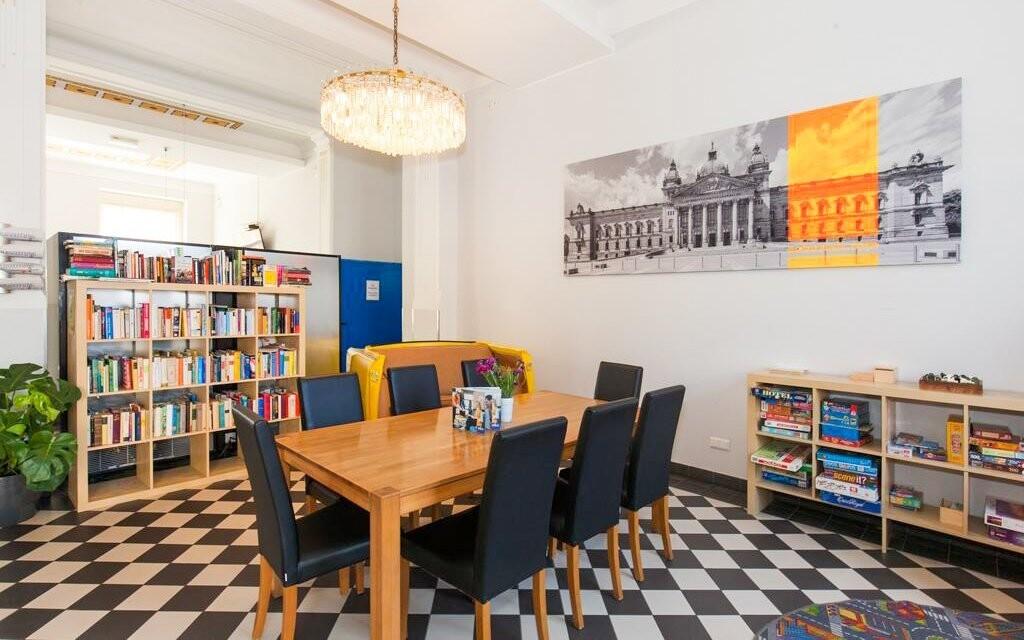K dispozícii je aj knižnica
