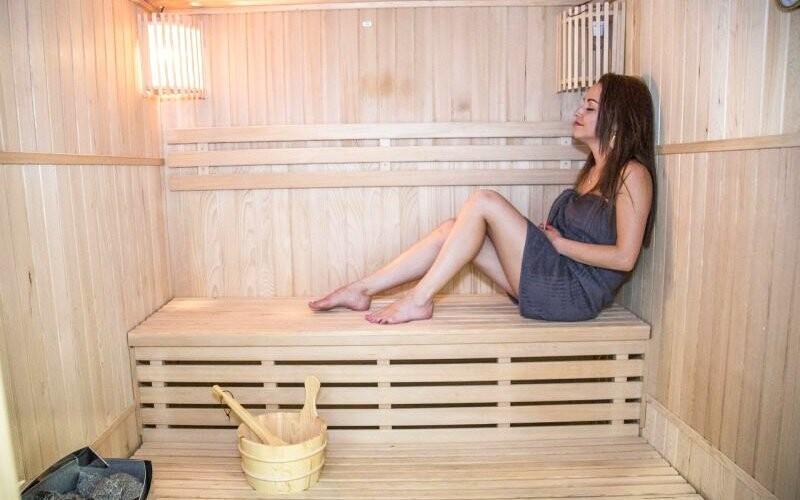 Wellness centrum má také saunu