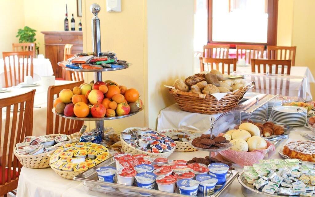 Ze snídaňových bufetů si vyberete