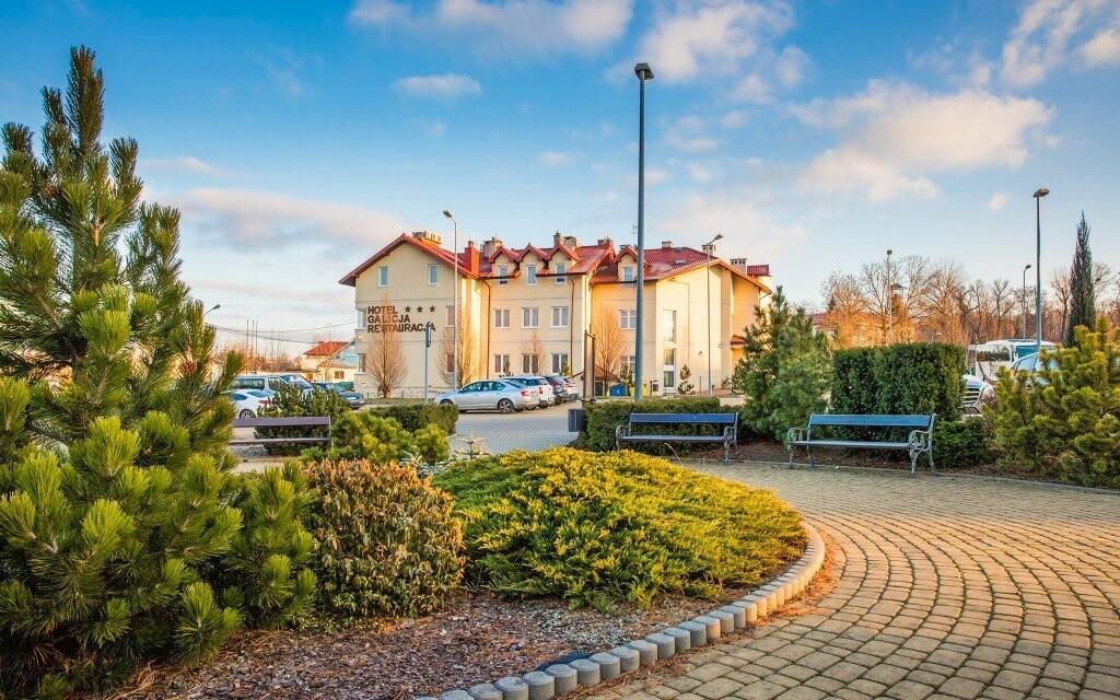 Hotel stojí v klidné lokalitě nedaleko od Krakova