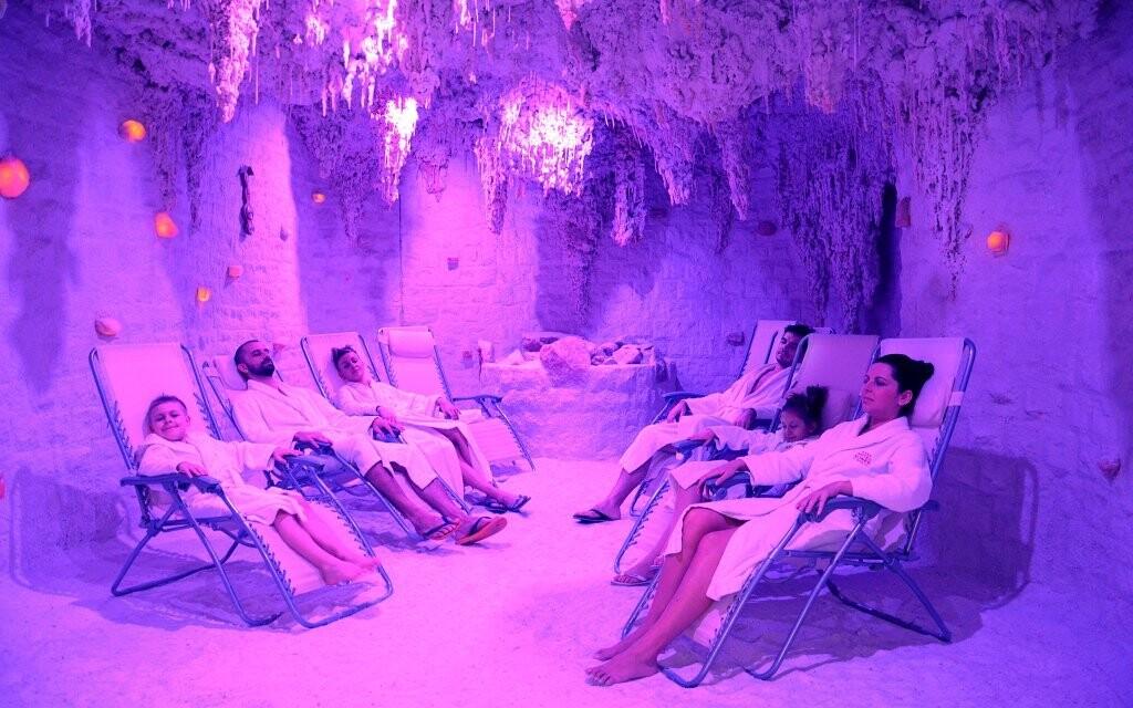 K dispozici je i wellness se solnou jeskyní