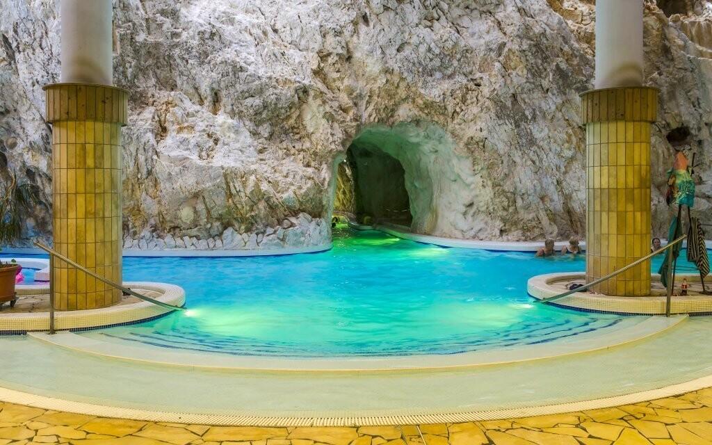 Nenechajte si ujsť unikátne jaskynné kúpele v Miskolci