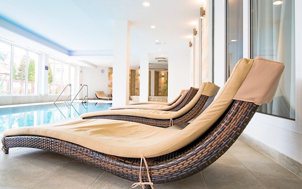 Relaxujte u bazénu