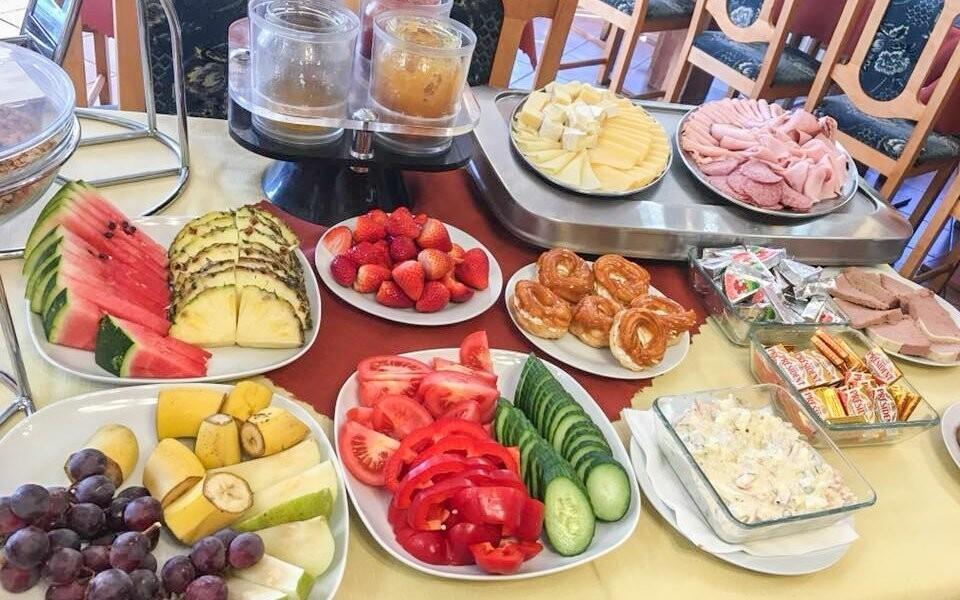 Čekají vás snídaně formou bufetu