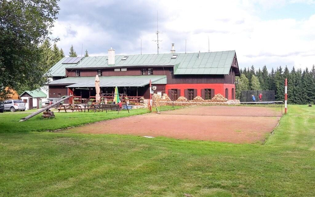 Využít můžete také sportovní hřiště