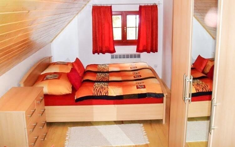Chata pod Rozsutcom nabízí tři pokoje