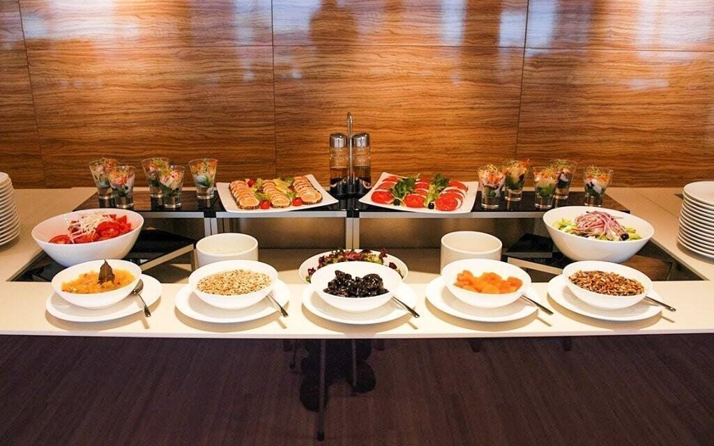 Raňajky sú podávané formou bufetu