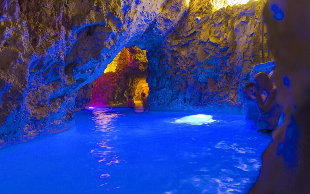 Užite si kúpanie v unikátnych jaskynných priestoroch
