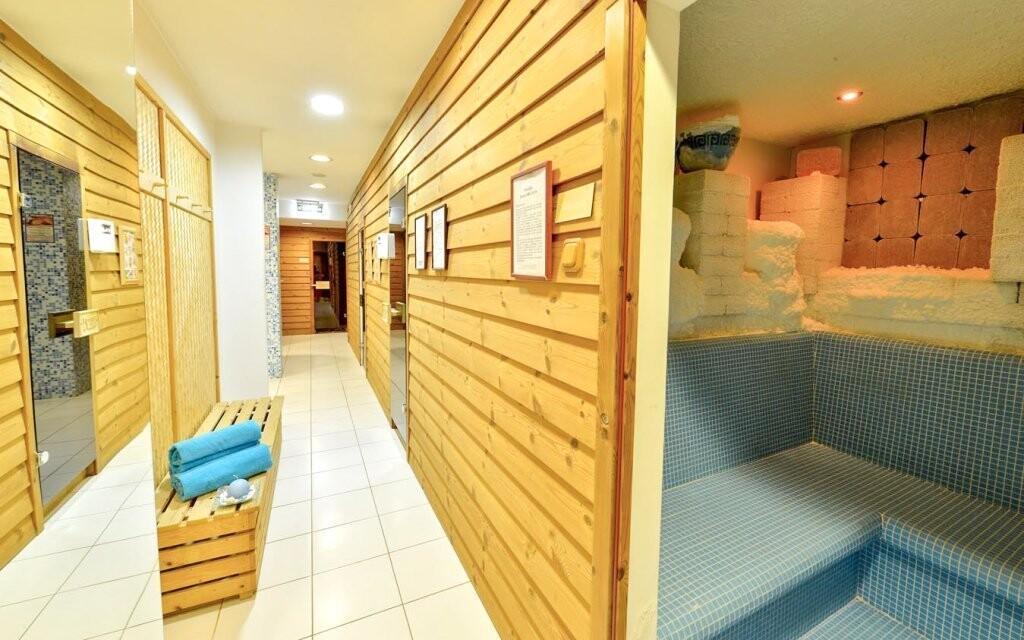 Relaxovat můžete neomezeně v solné jeskyni či sauně