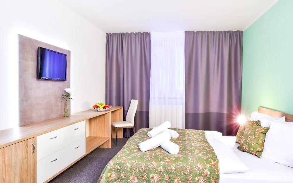 Pokoje jsou moderně a komfortně vybaveny