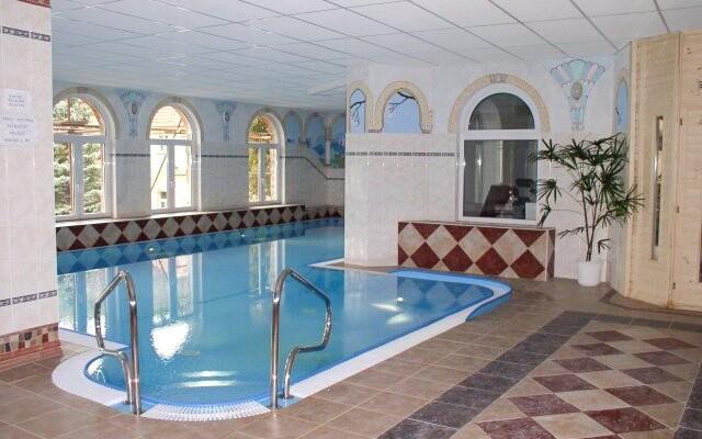 Bazén je vhodný k plavání i rehabilitaci
