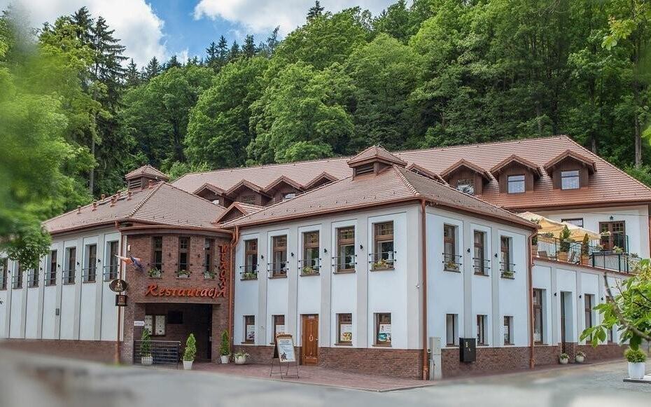 Hotel Wellness & SPA Werona stojí kousek od hranic s ČR