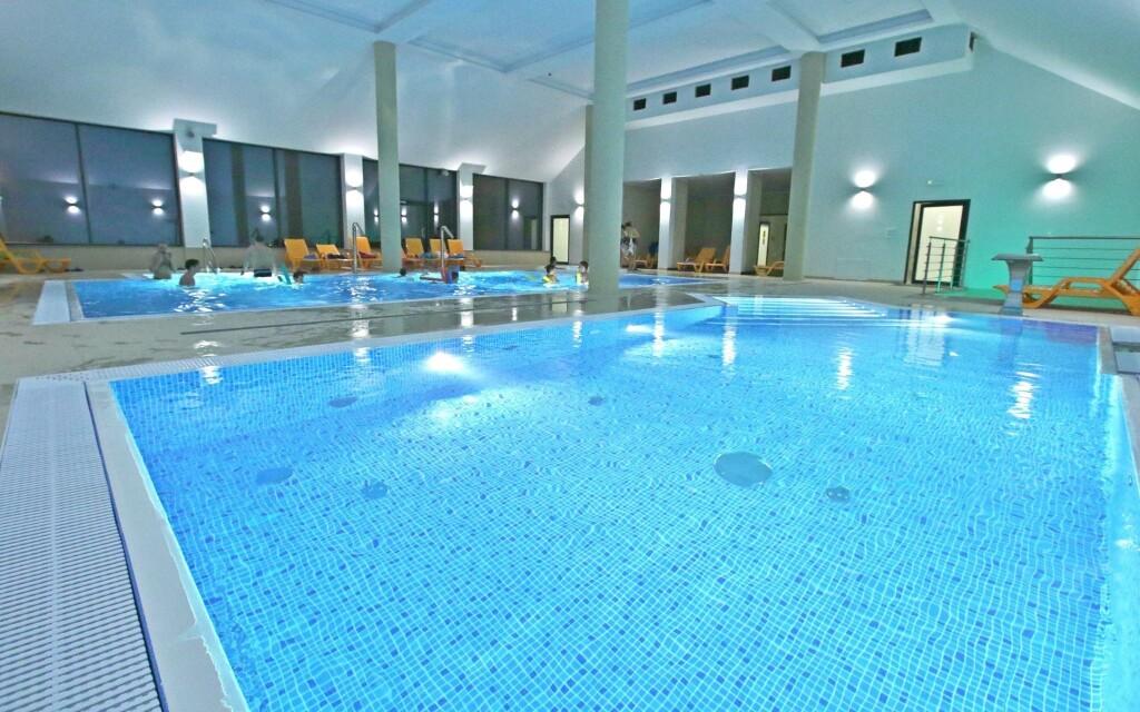 Najdete tu hned dva bazény