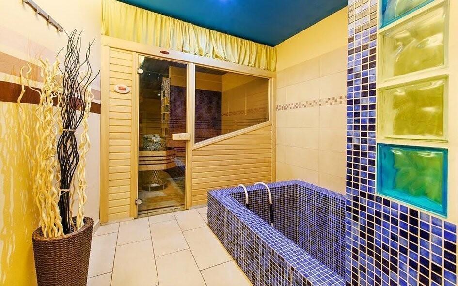 Zajděte si do sauny a osvěžte se v ochlazovacím bazénku