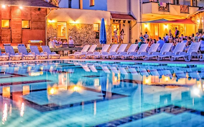 Využít můžete i venkovní bazény