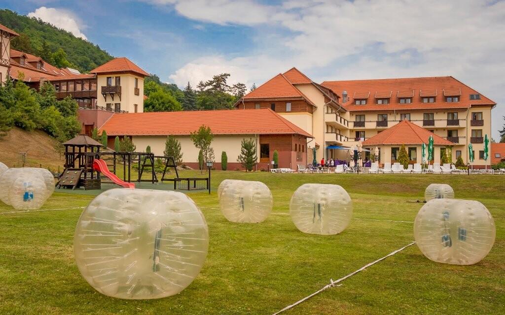 Dětské hřiště u Erzsébet Park Hotelu *** Maďarsko