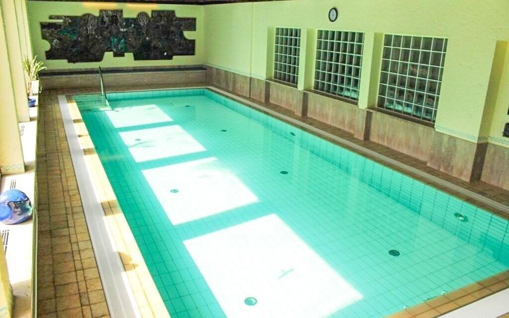 Krytý bazén máte během pobytu k dispozici
