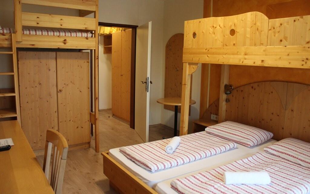 Pokoje hotelu jsou útulně vybavené