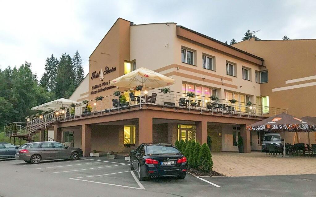 Hotel Slanica stojí na břehu Oravské přehrady