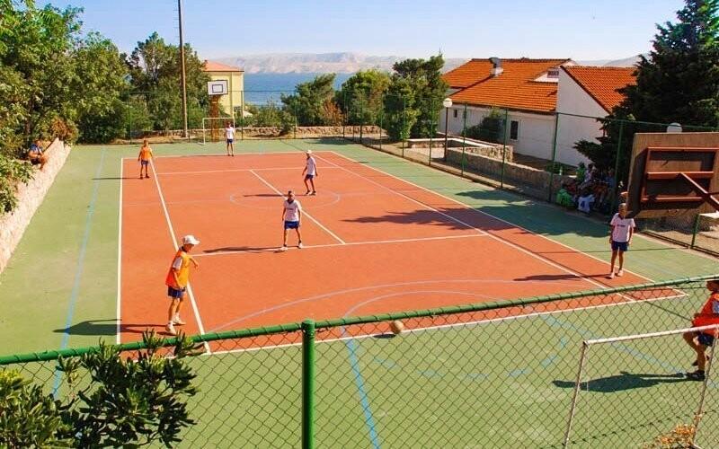Zahrajte si tenis, fotbal, volejbal nebo mini golf