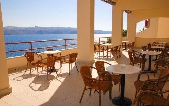 Z terasy budete mít nádherný výhled na ostrov Pag