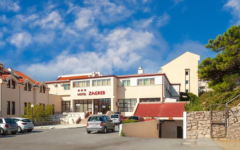 Hotel Zagreb *** v letovísku Karlobag, Chorvátsko