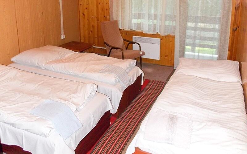 Pokoje jsou standardně zařízené