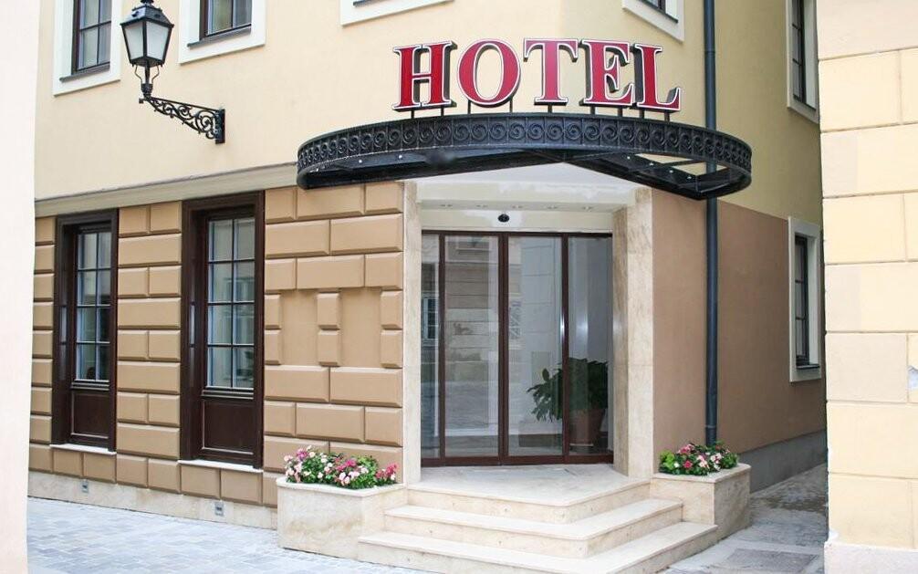 Hotel stojí priamo v historickom centre