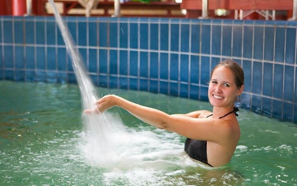 Vnútorné bazény v kúpeľoch Rába Quelle Györ Maďarsko
