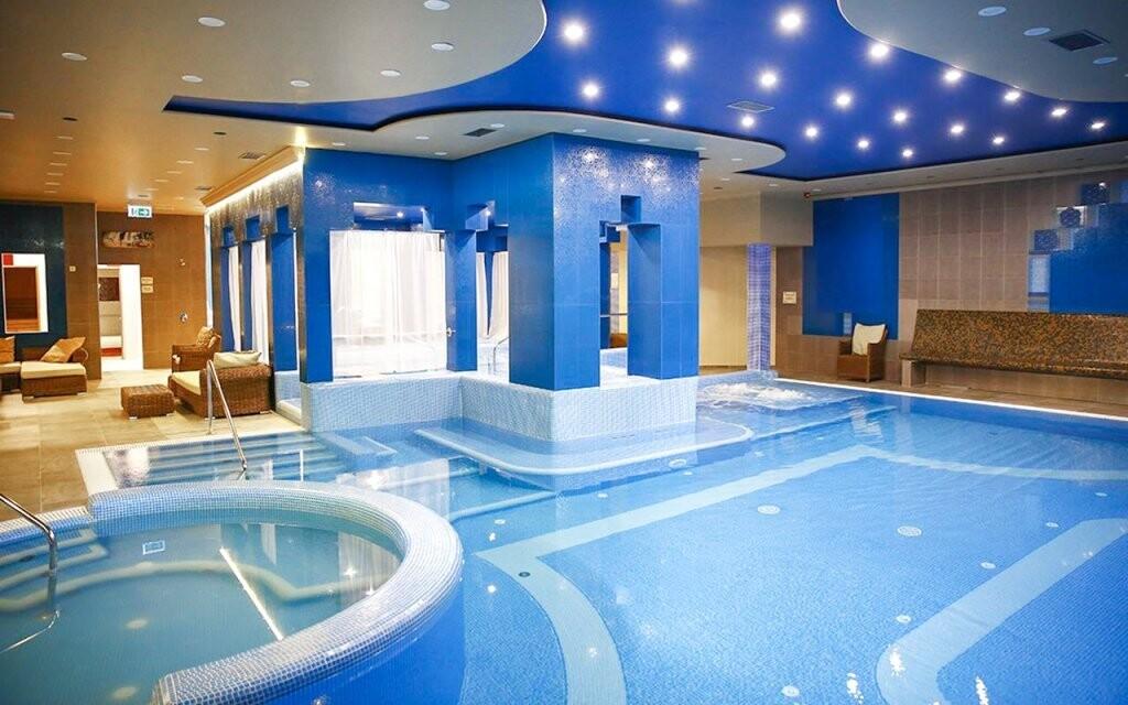 Bazén a vířivka Hotel Golden Ball Club **** Györ Maďarsko