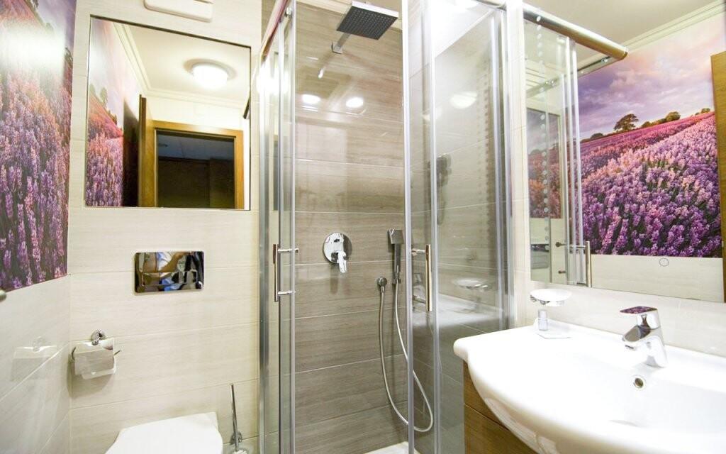 Koupelna pokoje Hotel Golden Ball Club **** Györ Maďarsko