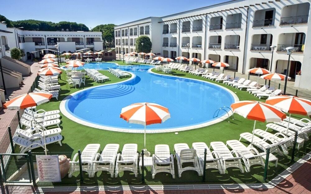 K relaxaci slouží velký plavecký bazén
