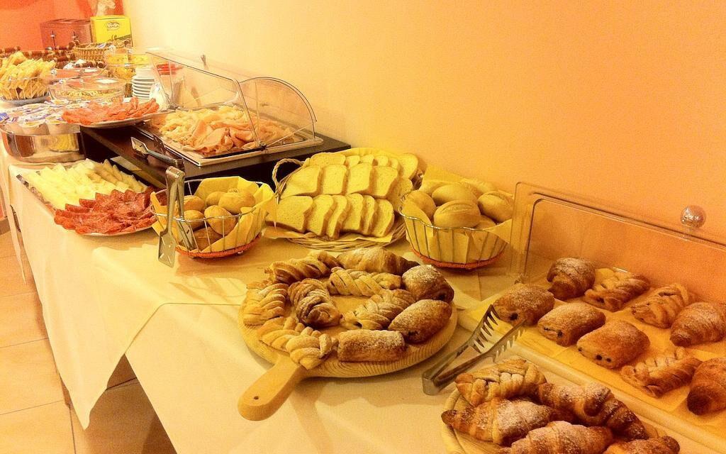 Každé ráno vás čeká snídaně formou bufetu