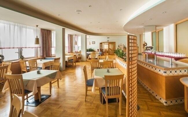 V hotelové restauraci si pochutnáte