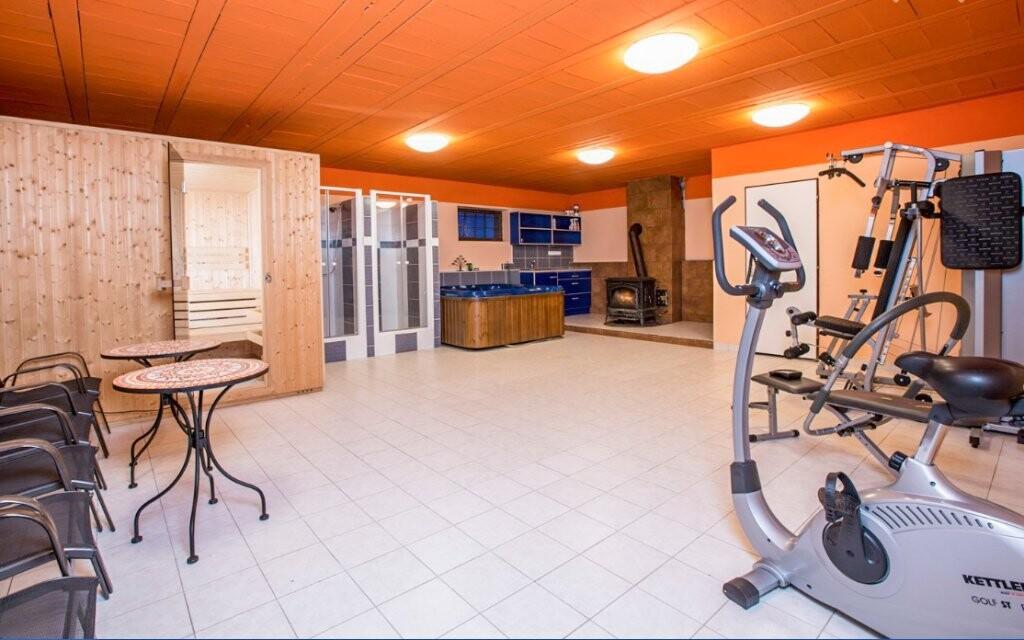 Chata má tiež fitness a saunu