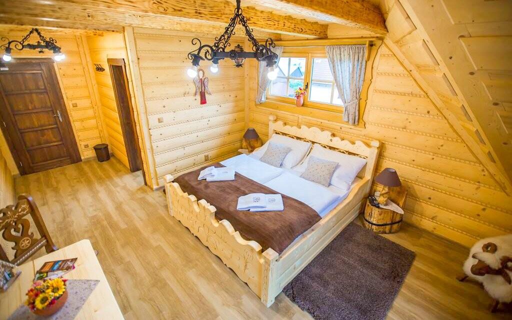 Pokoje jsou stylové a voní dřevem