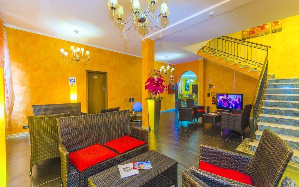 Interiéry hotelu působí elegantně