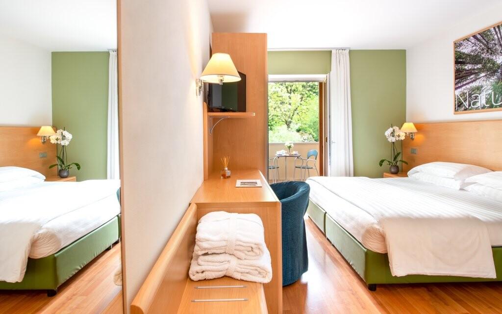 Pokoje jsou moderně zařízené