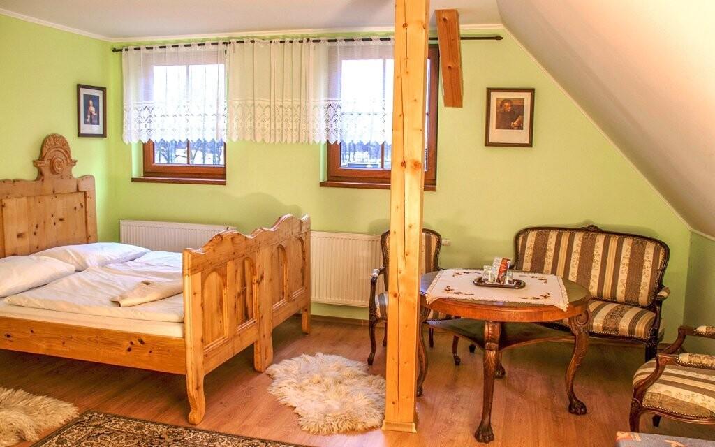 Pokoje jsou stylově zařízené