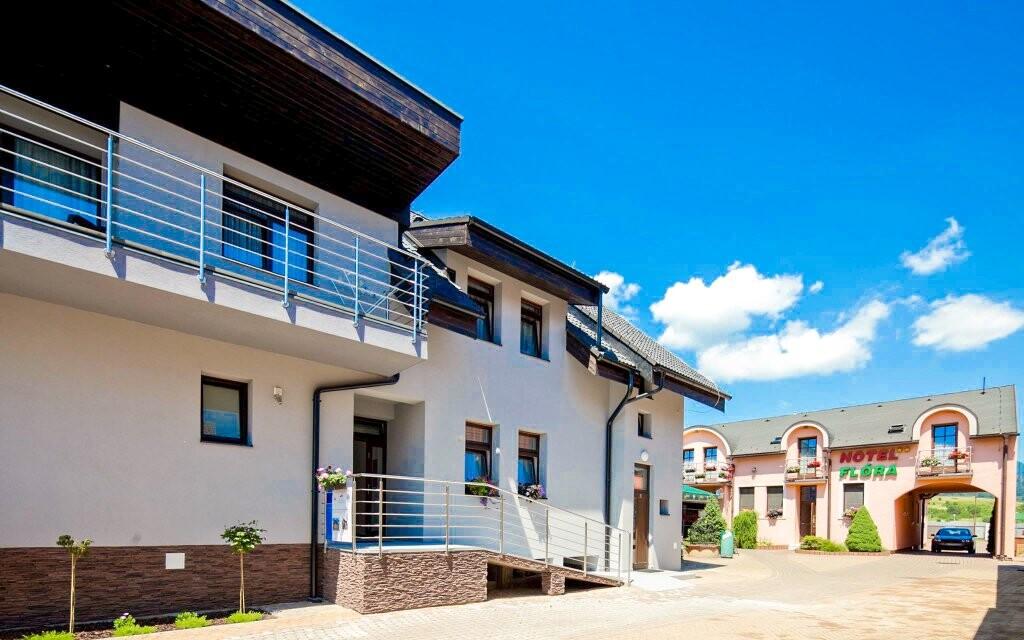 Hotel Flóra stojí naprosti aquaparku