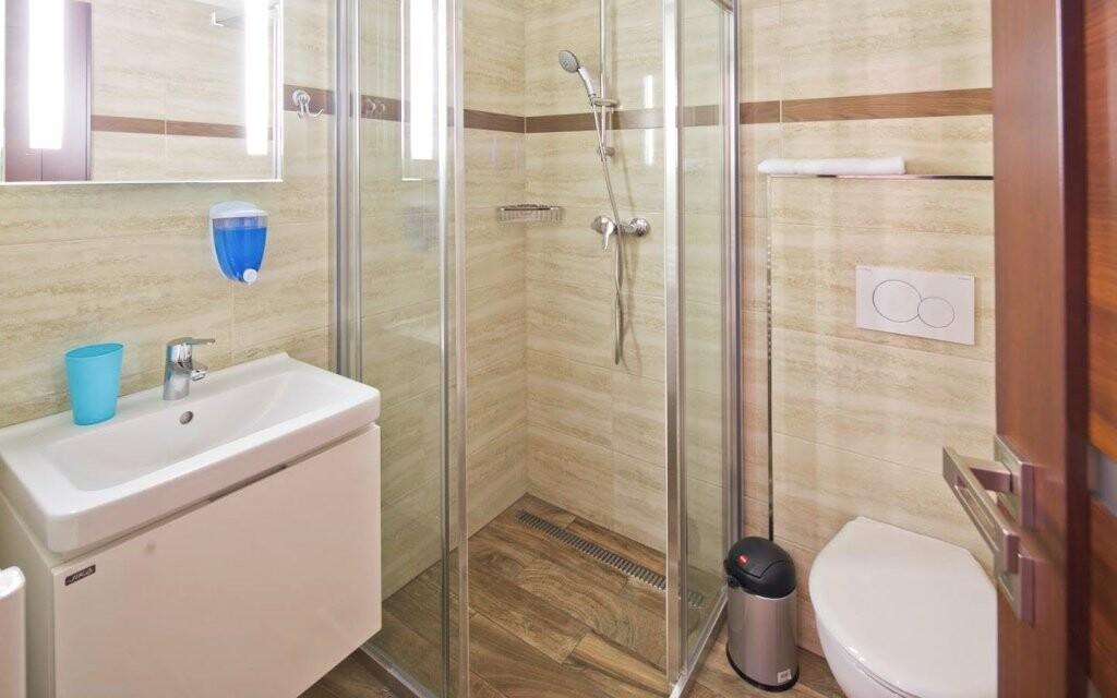 Na pokojích i v koupelně je krásně čisto