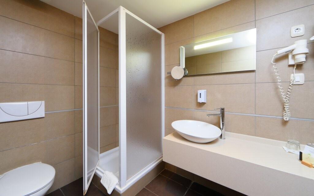 Koupelna v hotelovém pokoji v Anna Grand Hotelu ****