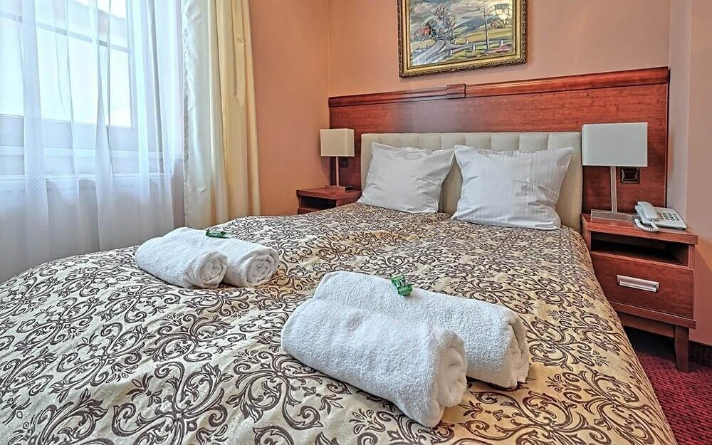 Kráľovské izby hotela Modrzewiówka *** Lackorona Poľsko