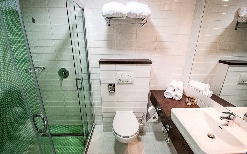 Koupelna dvoulůžkového pokoje Bonvital Hotel **** v Hevízu