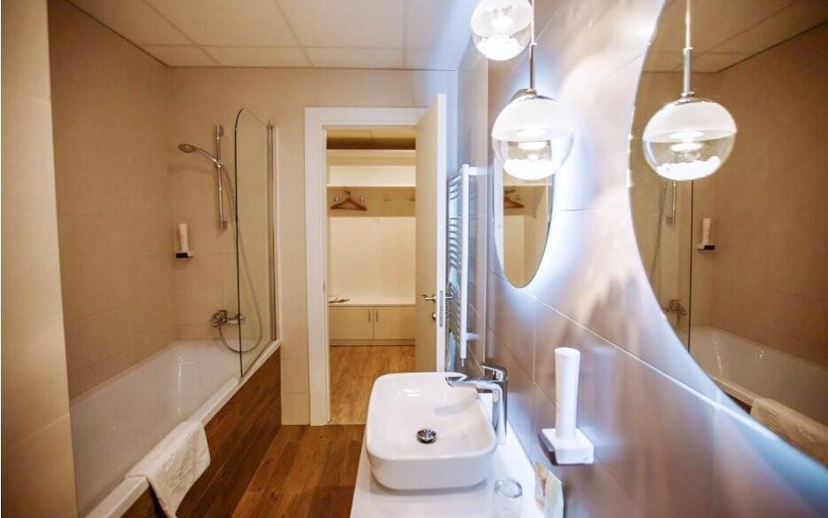 Moderná kúpeľňa Hotela Tiliana **** v Budapešti Maďarsko
