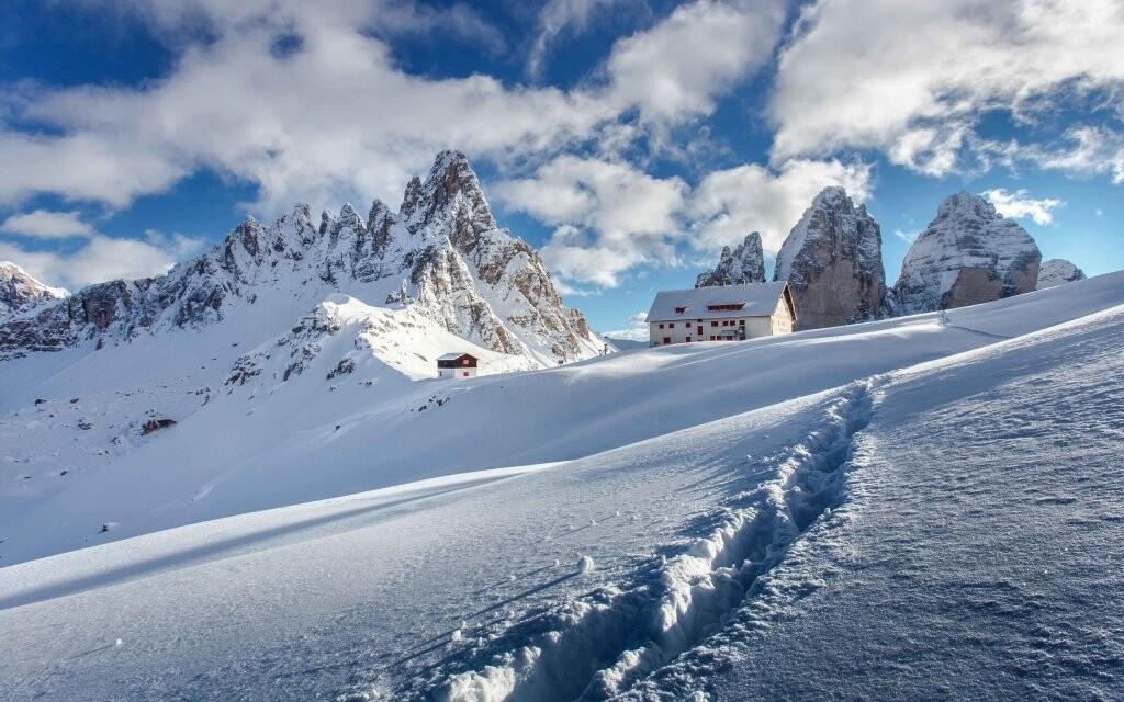 Zimní krajina v Dolomitech v Itálii