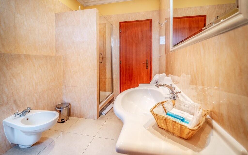 Koupelna pokoje, Hotel Capital ****, Nitra, Slovensko