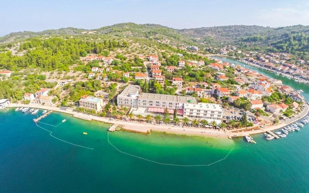 Hotel Posejdon *** 600 metrů od přístavu Vela Luka
