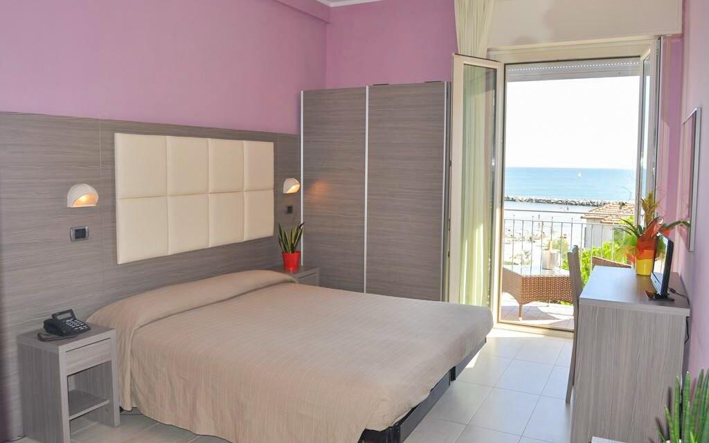 Útulně zařízené pokoje, Hotel Playa ***, Rimini, Itálie
